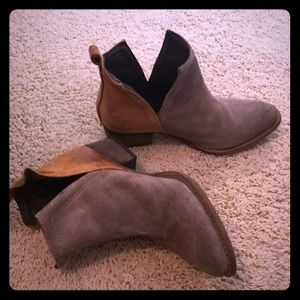 Grey and brown real leather ankle boot!